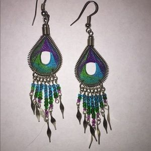 Jewelry - Unique thread and bead earrings
